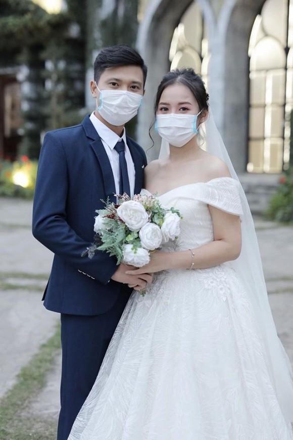 đám cưới khẩu trang