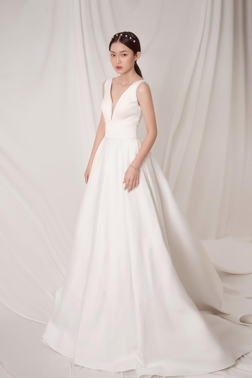 Cô dâu cần lưu ý tránh những kiểu dáng rườm rà khi chọn áo cưới