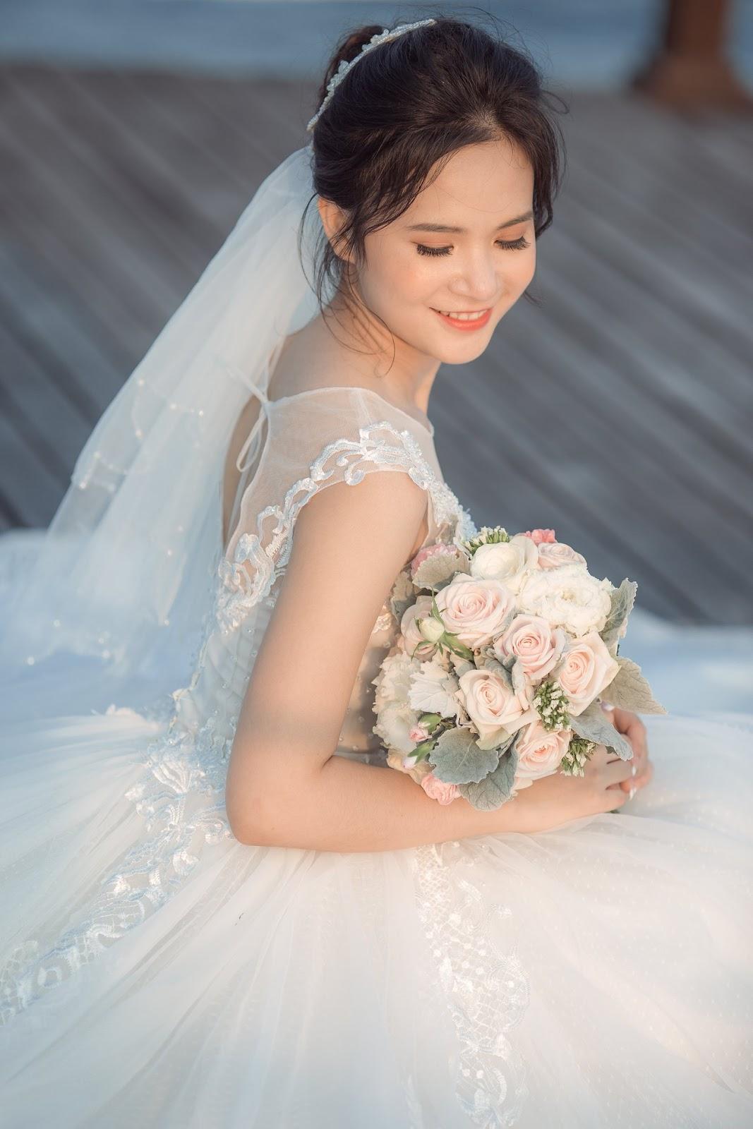 Trang điểm tone màu cam giúp cô dâu trẻ trung, năng động
