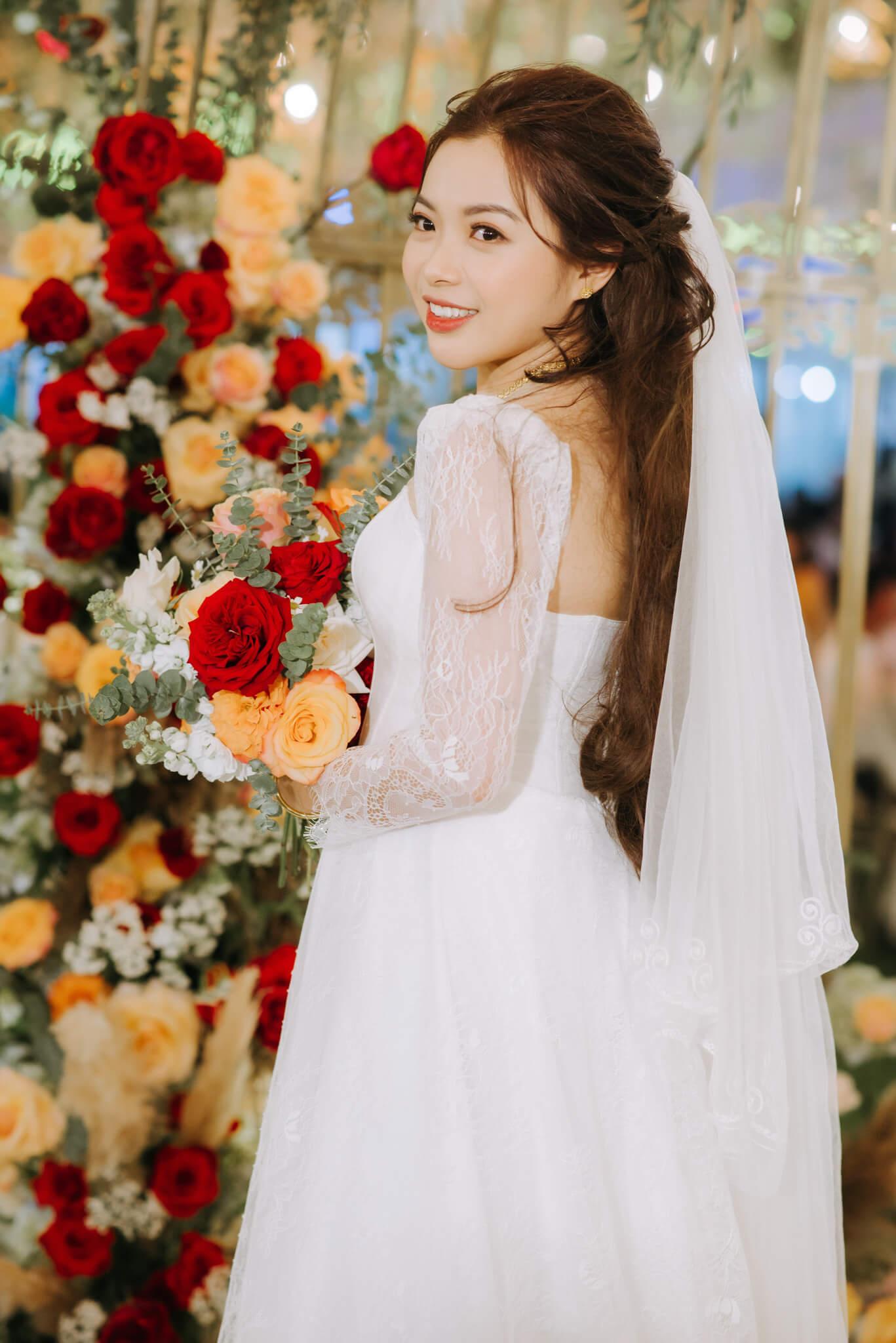 Tặng 1 váy cưới Luxury,